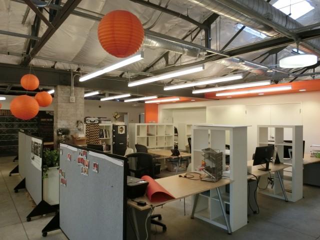 洪水の被害にあった元倉庫をリノベーションした、プロペラのインキュベーション・オフィス。