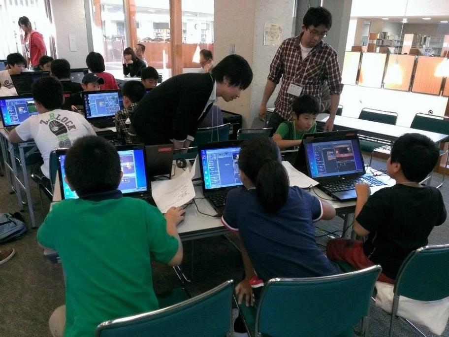(南相馬市の小学生高学年対象にしたプログラミングワークショップの様子 提供:南相馬ITコンソーシアム)